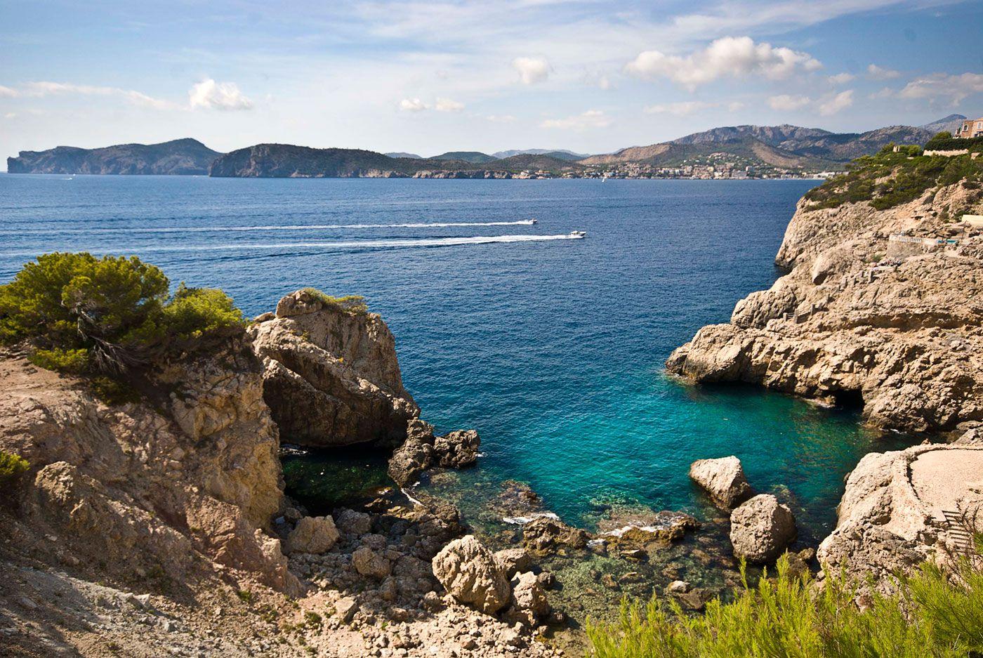 Stunning Ultramodern Meditetranian Villa Gold in Mallorca-08