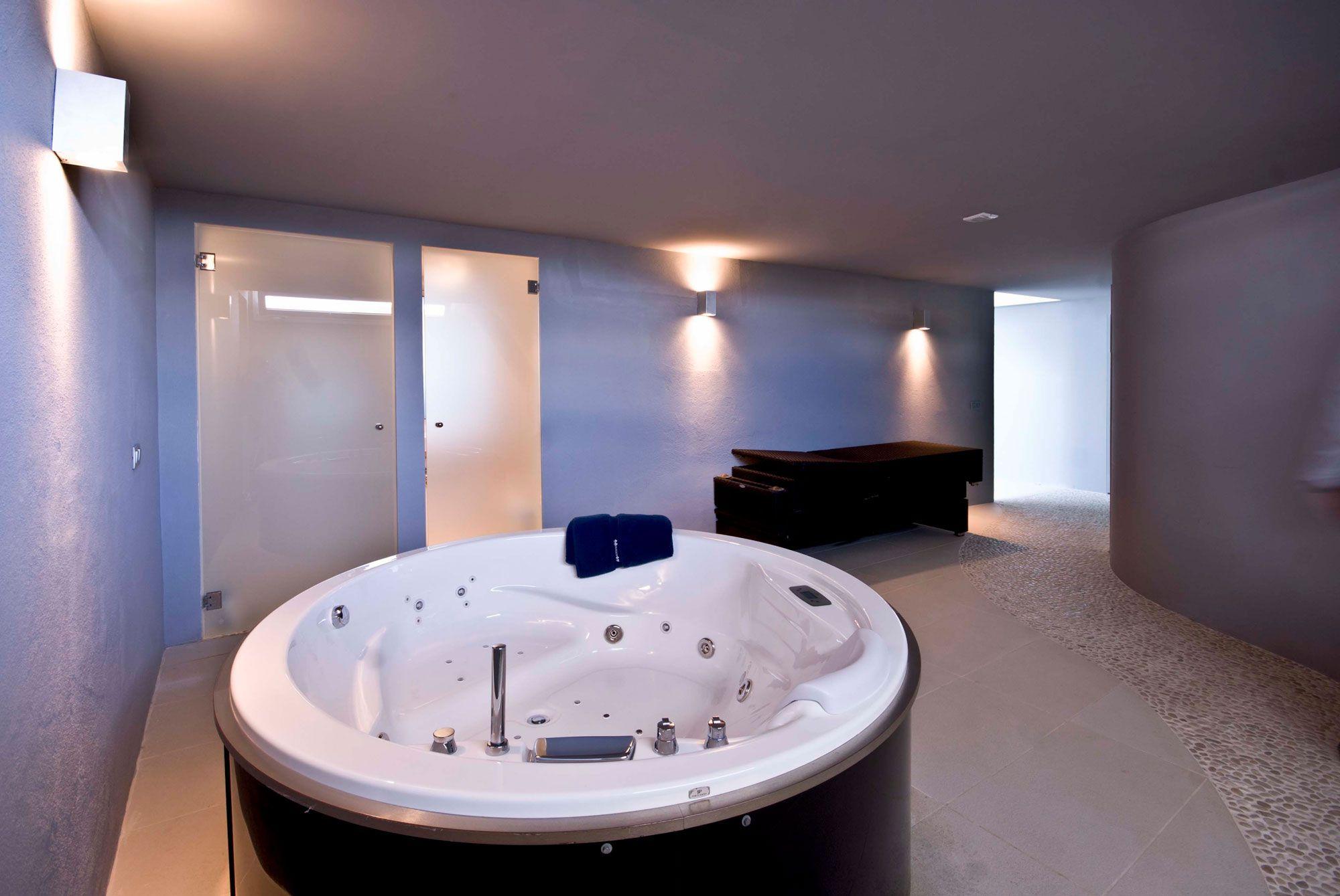 Stunning Ultramodern Meditetranian Villa Gold in Mallorca-21