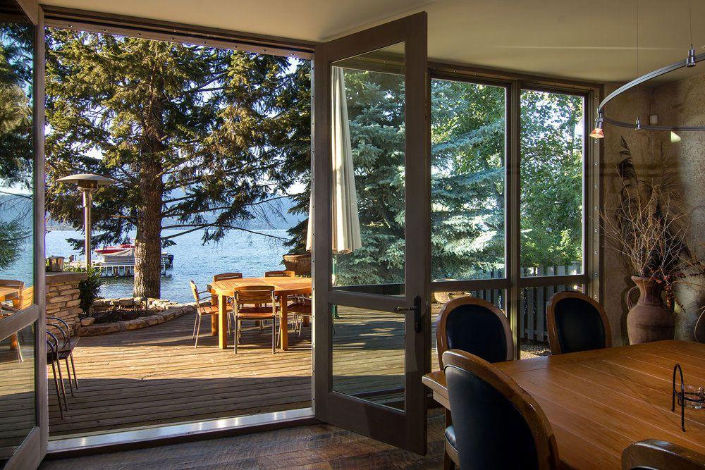 Stylish Unique Lake Shore Home in Okanagan-05