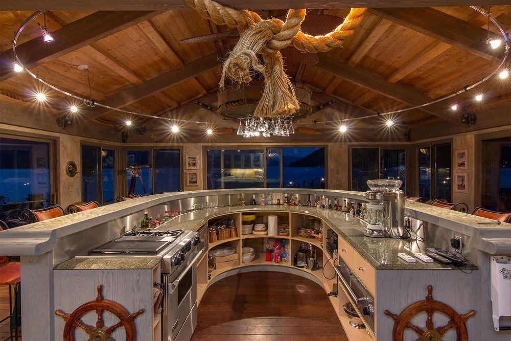 Stylish Unique Lake Shore Home in Okanagan-25