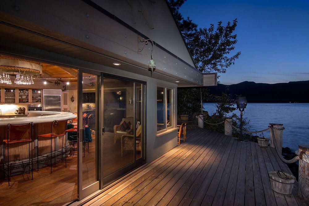 Stylish Unique Lake Shore Home in Okanagan-27