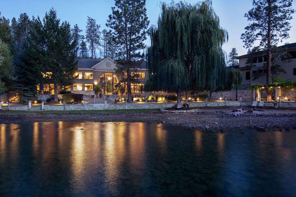 Stylish Unique Lake Shore Home in Okanagan-30