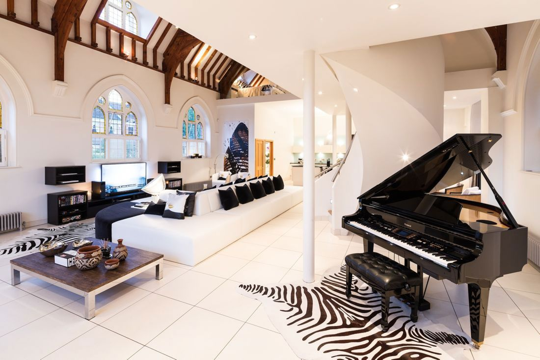 The Church Conversion into an Contemporary Ultramodern Residence-03