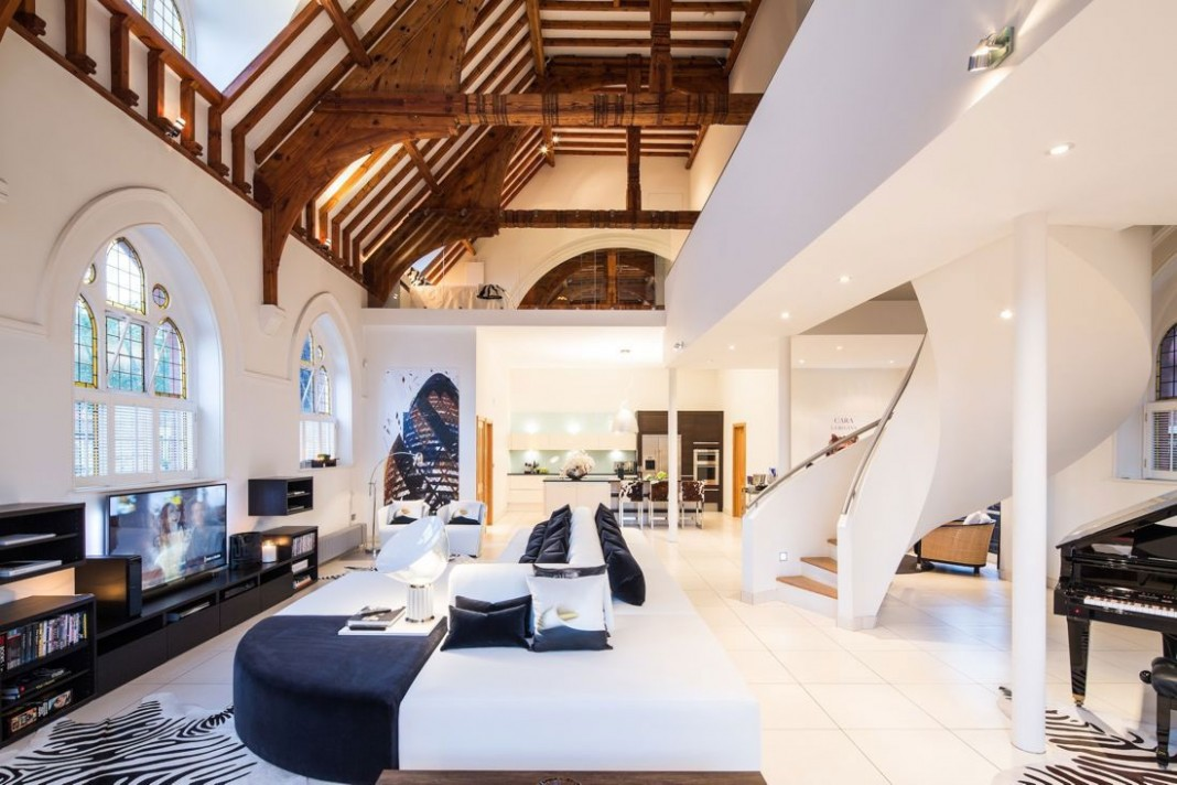 The Church Conversion into an Contemporary Ultramodern Residence by Gianna Camilotti