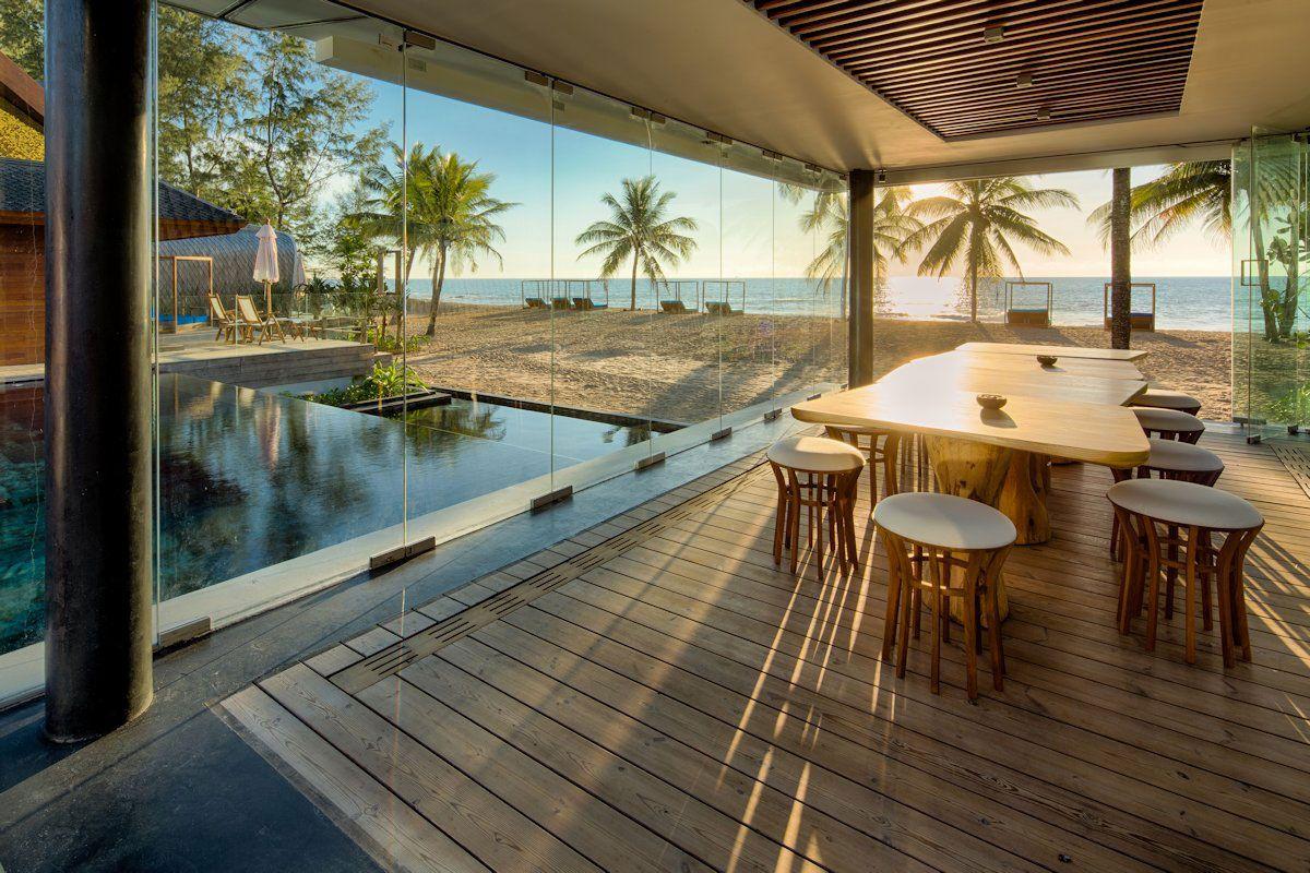 Ultramodern Iniala Luxury Beach House-08