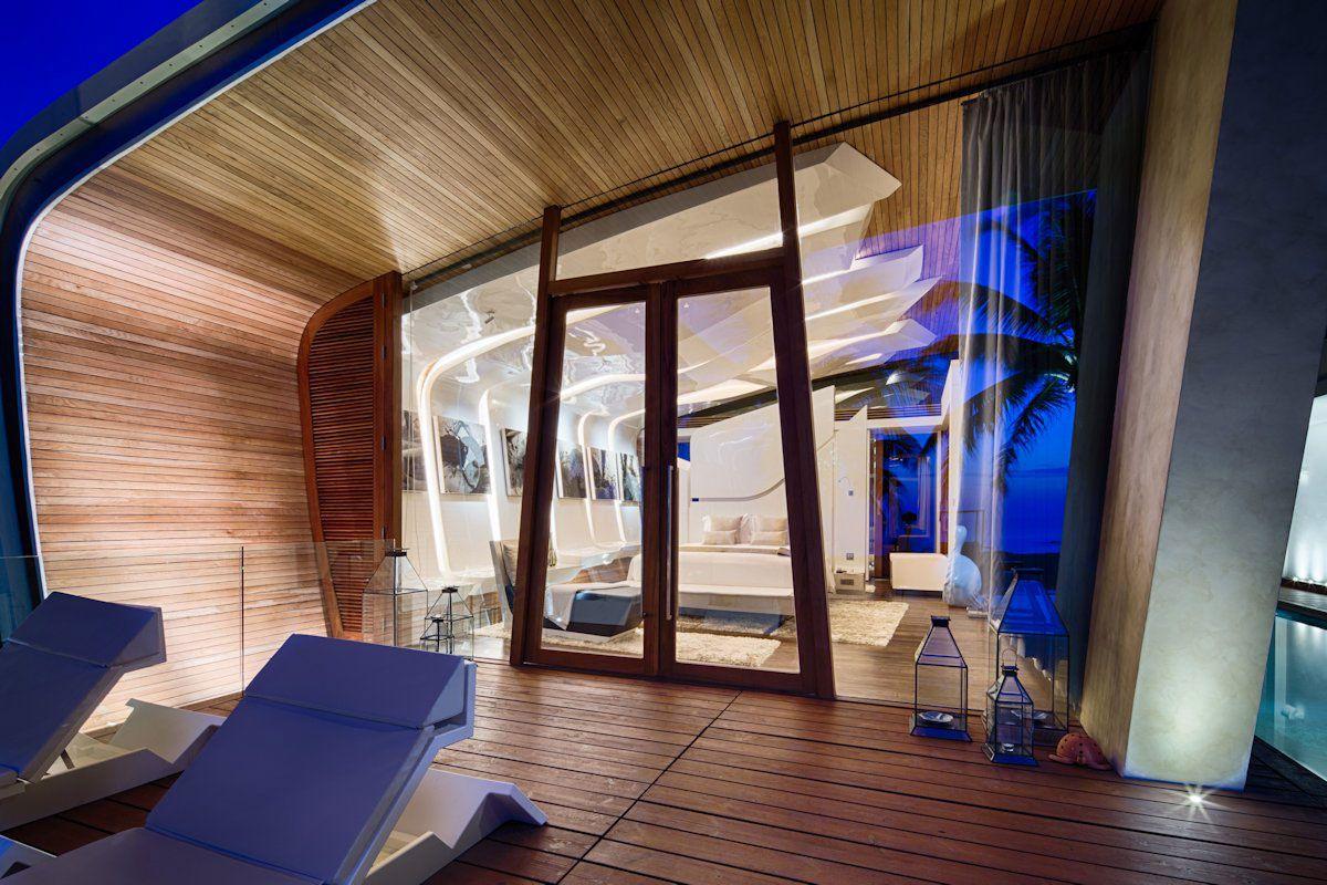 Ultramodern Iniala Luxury Beach House-09
