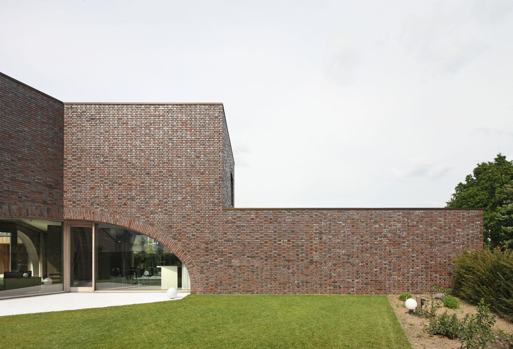 Villa Moerkensheide by Dieter De Vos Architecten-03