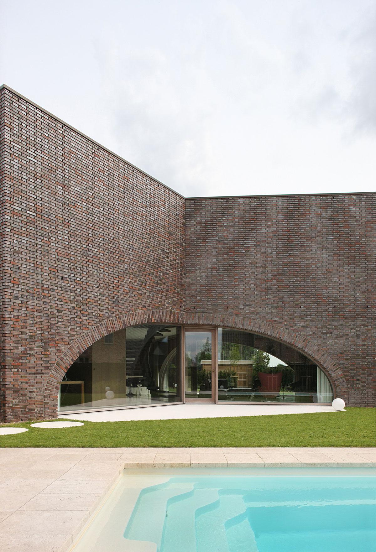 Villa Moerkensheide by Dieter De Vos Architecten-04