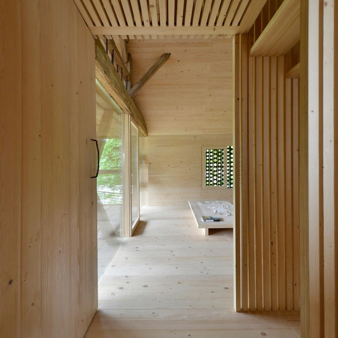 Alpine-Barn-Apartment-by-OFIS-Arhitekti-05
