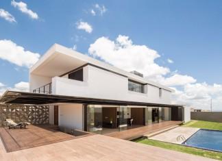 MCO House by Esquadra|Yi