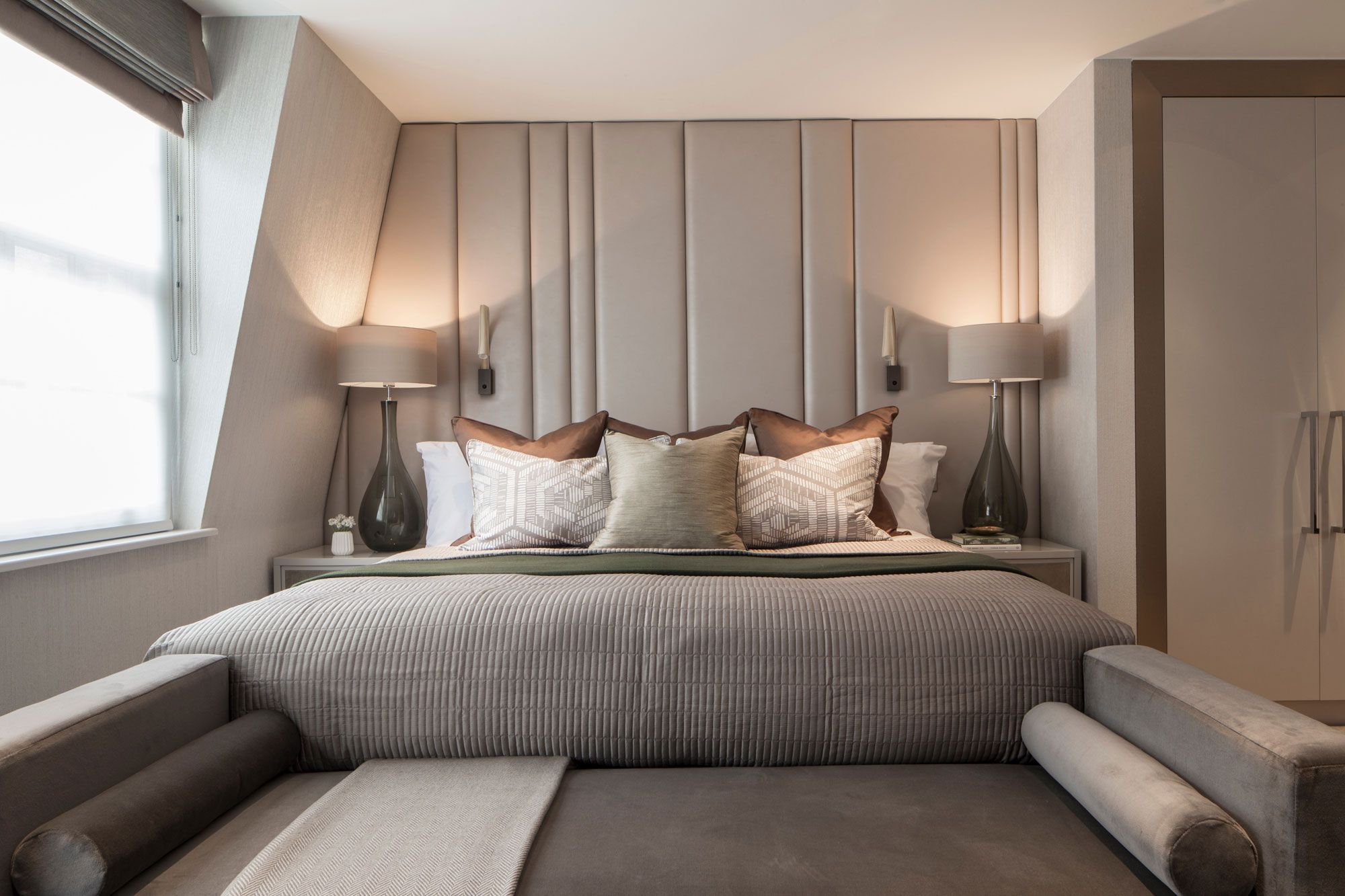 Eaton Mews North Home by Roselind Wilson Design-14