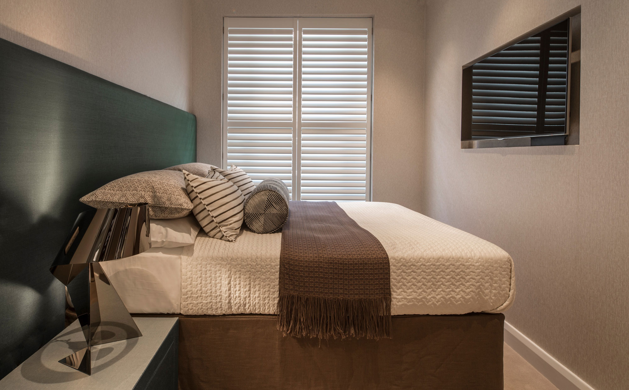 Eaton Mews North Home by Roselind Wilson Design-16