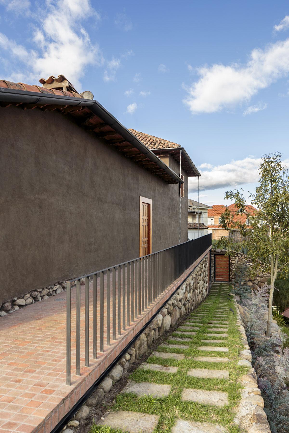 Loma House by Iván Andrés Quizhpe-03