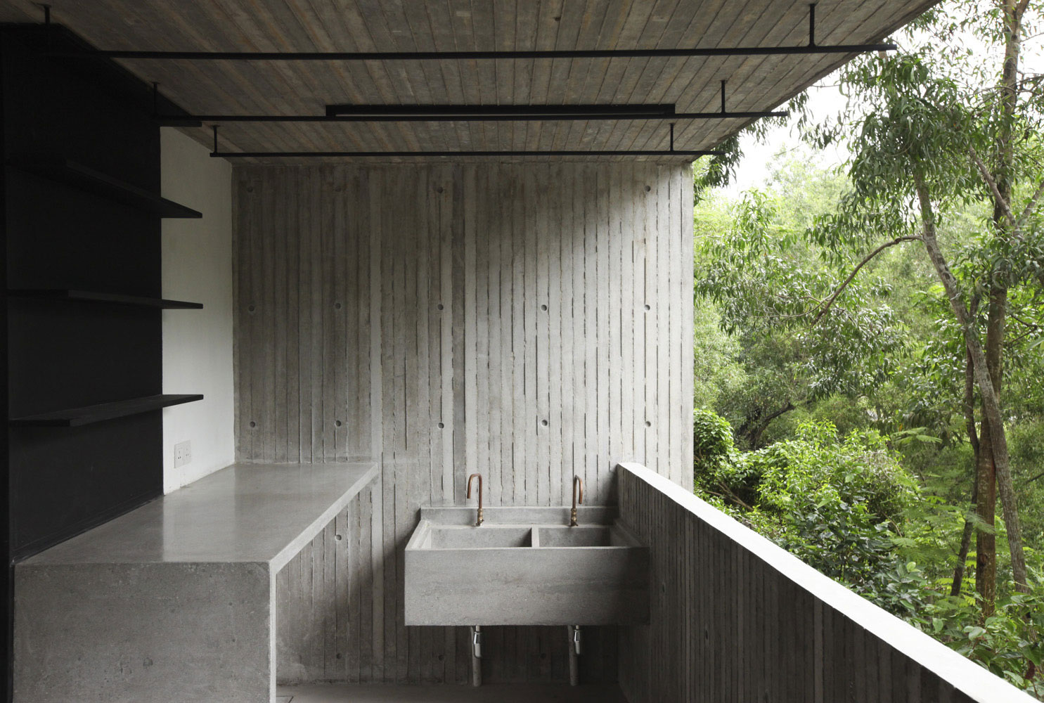 Tropical-Box-House-13