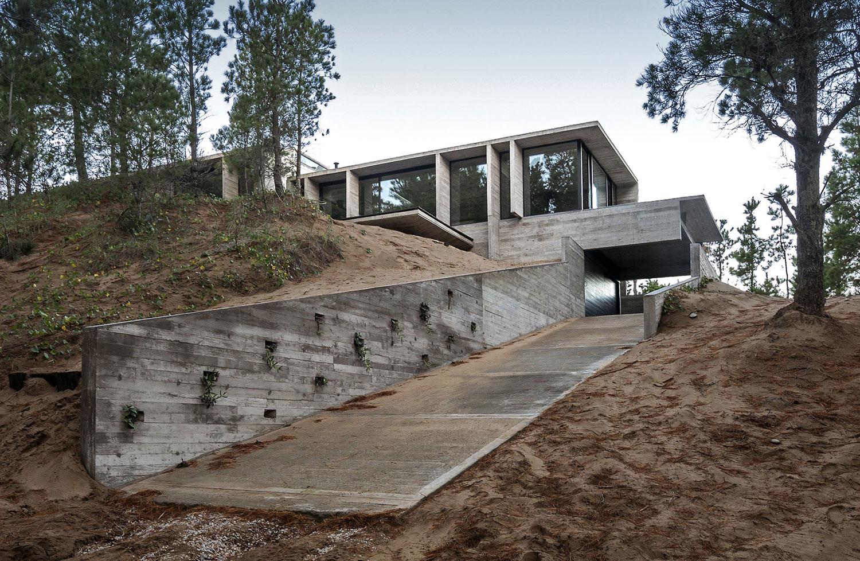 Wein House by Besonias Almeida Arquitectos-01