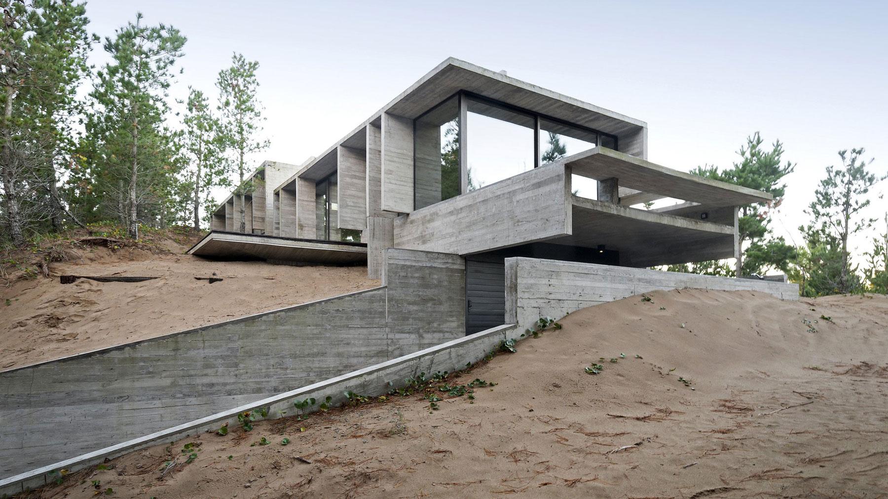 Wein House by Besonias Almeida Arquitectos-02