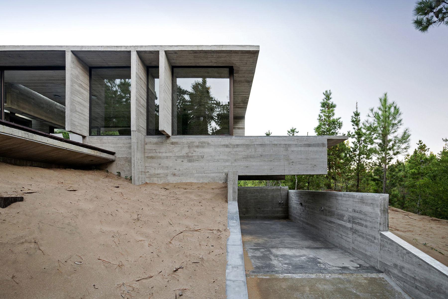 Wein House by Besonias Almeida Arquitectos-03