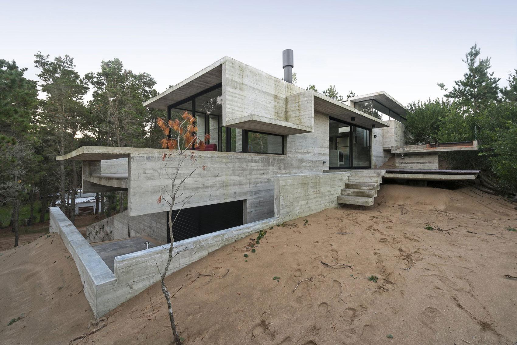 Wein House by Besonias Almeida Arquitectos-04