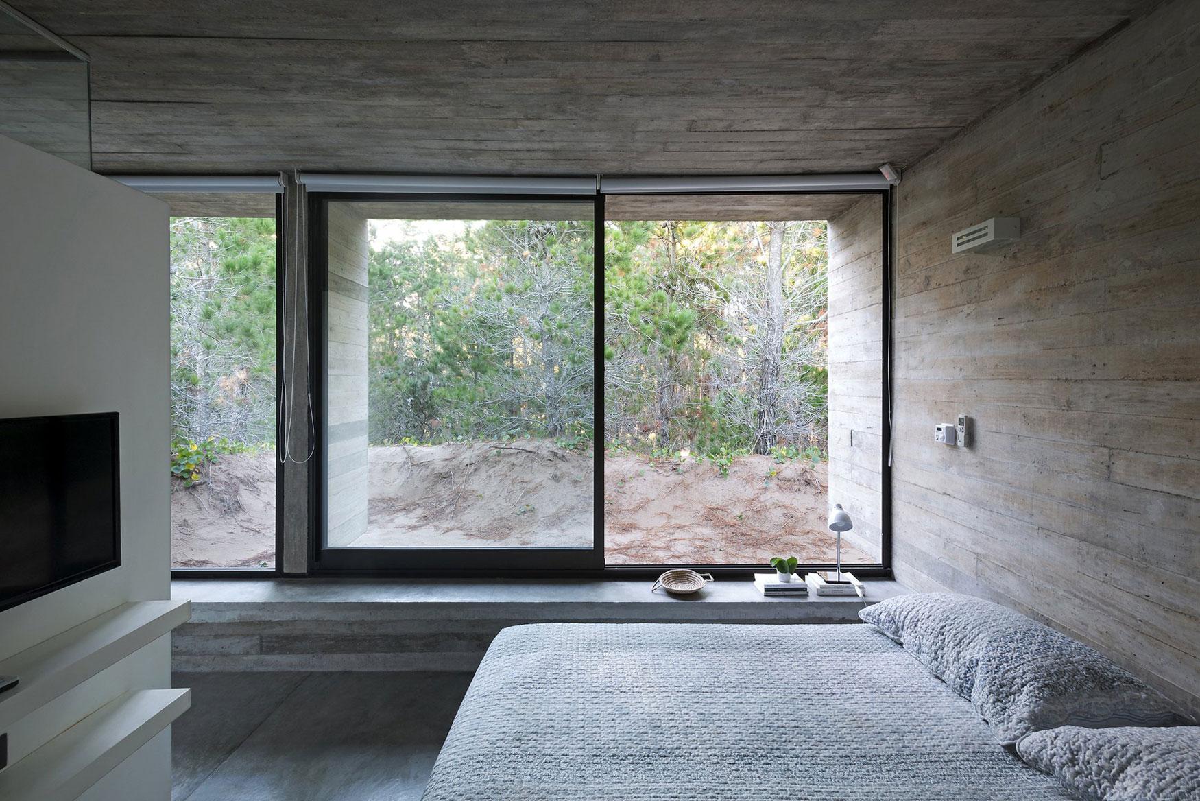 Wein House by Besonias Almeida Arquitectos-09