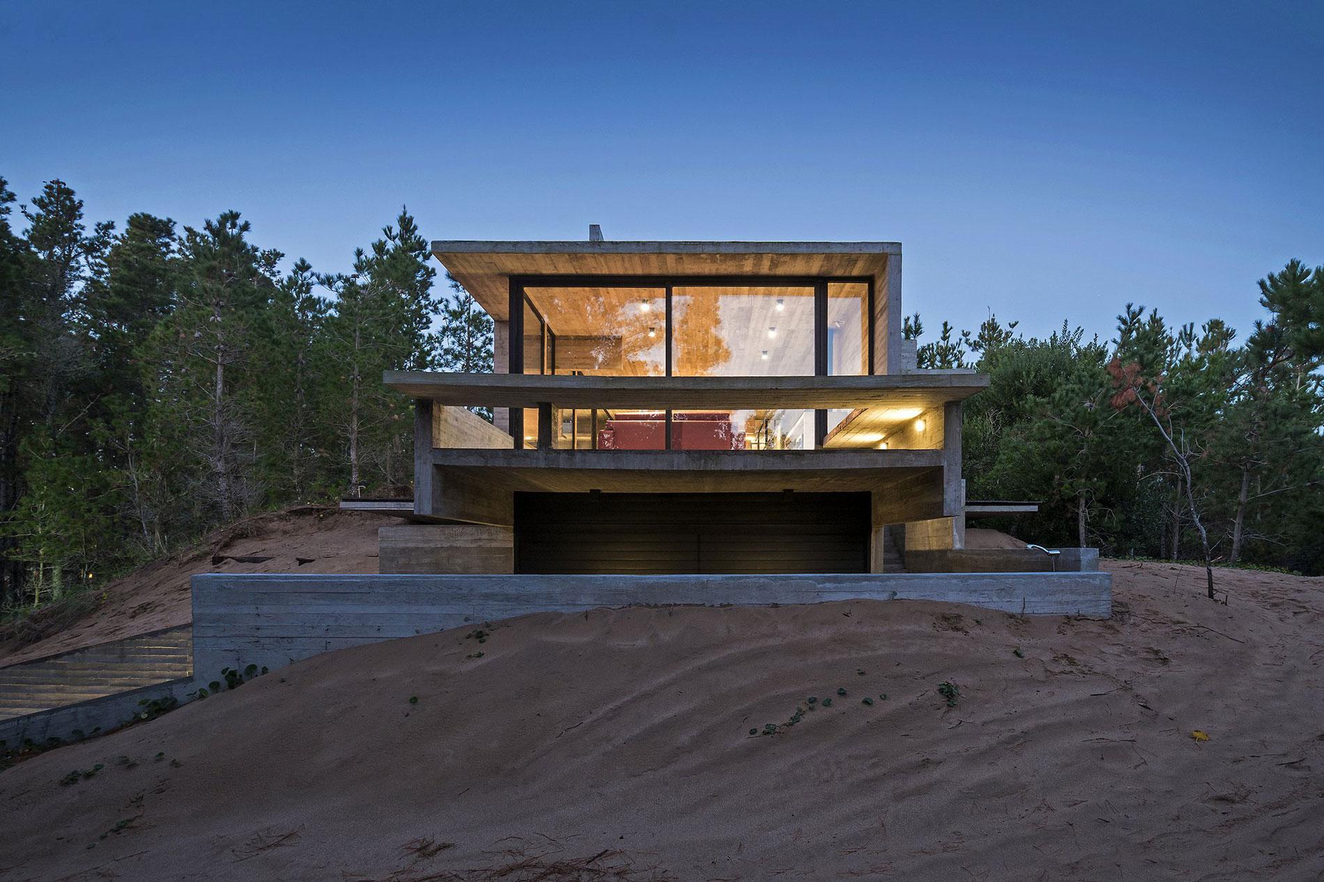Wein House by Besonias Almeida Arquitectos-12