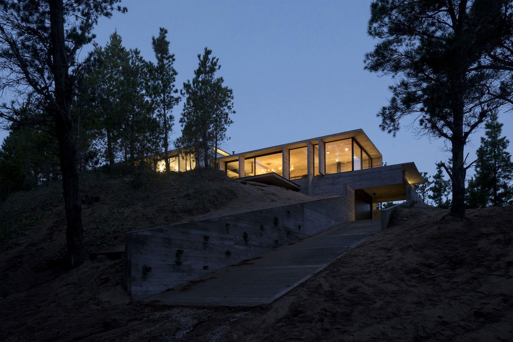 Wein House by Besonias Almeida Arquitectos-13