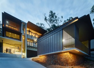Bardon House by Bligh Graham Architects