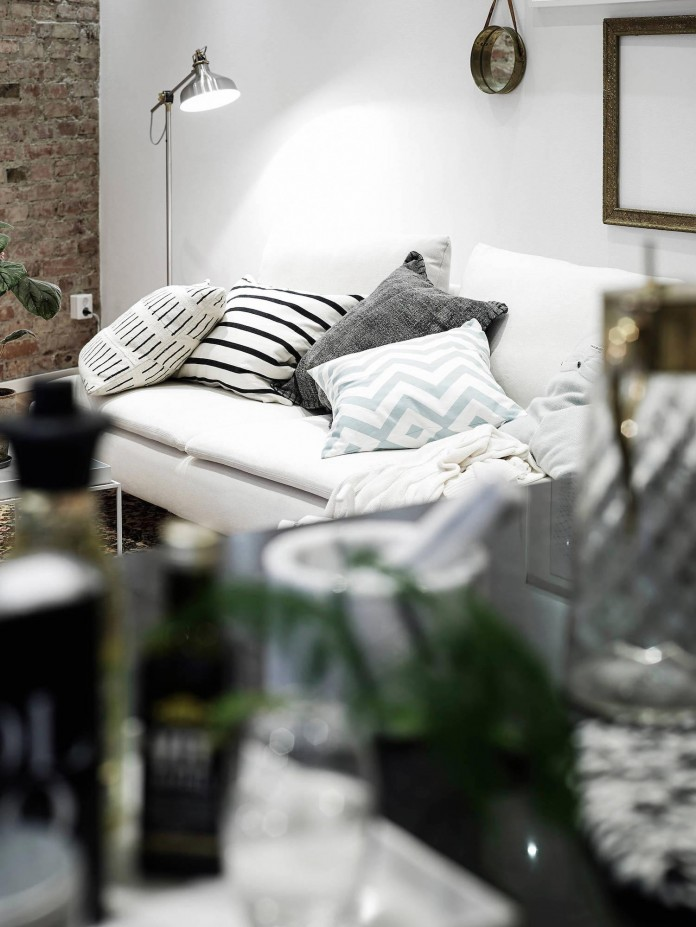 elegant-scandinavian-apartment-in-linnegatana-central-urban-district-of-gothenburg-02