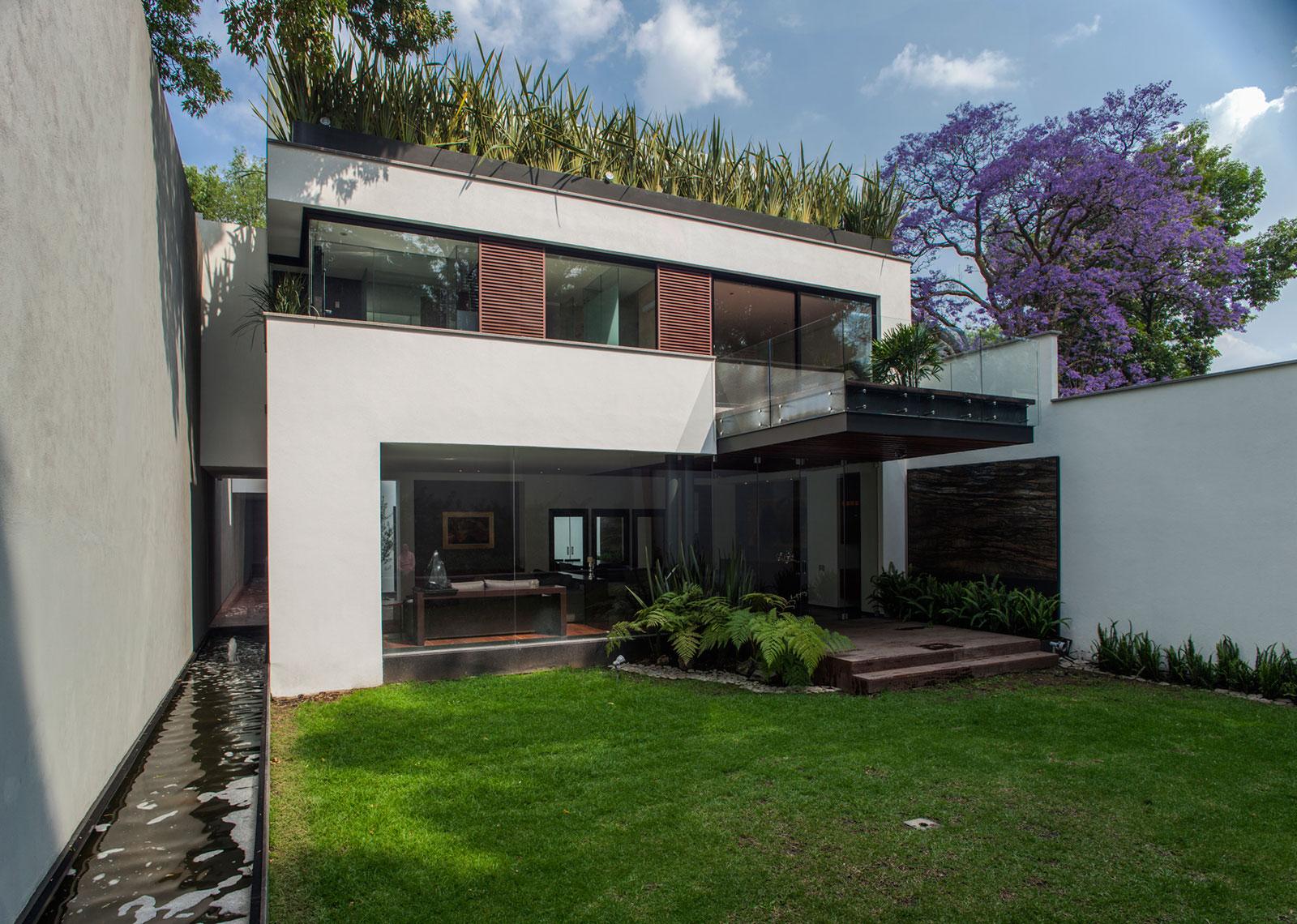 5 Courtyard Home by Almazán Arquitectos Asociados-02