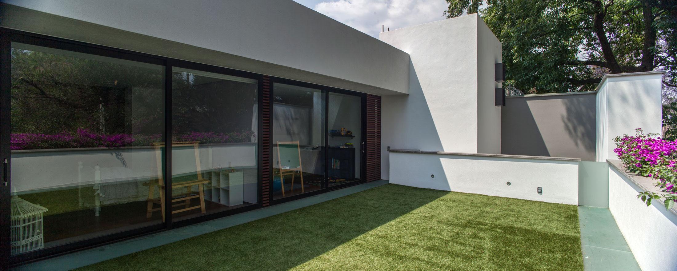 5 Courtyard Home by Almazán Arquitectos Asociados-03