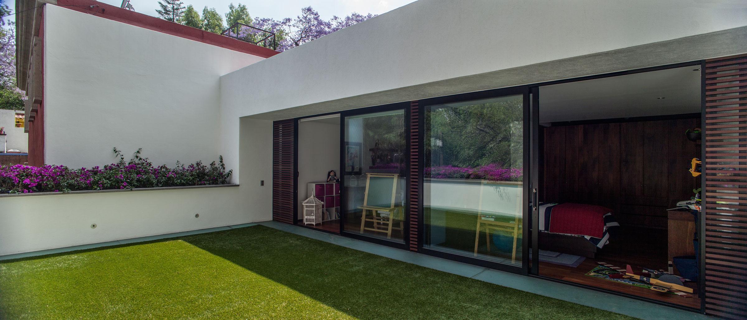 5 Courtyard Home by Almazán Arquitectos Asociados-04