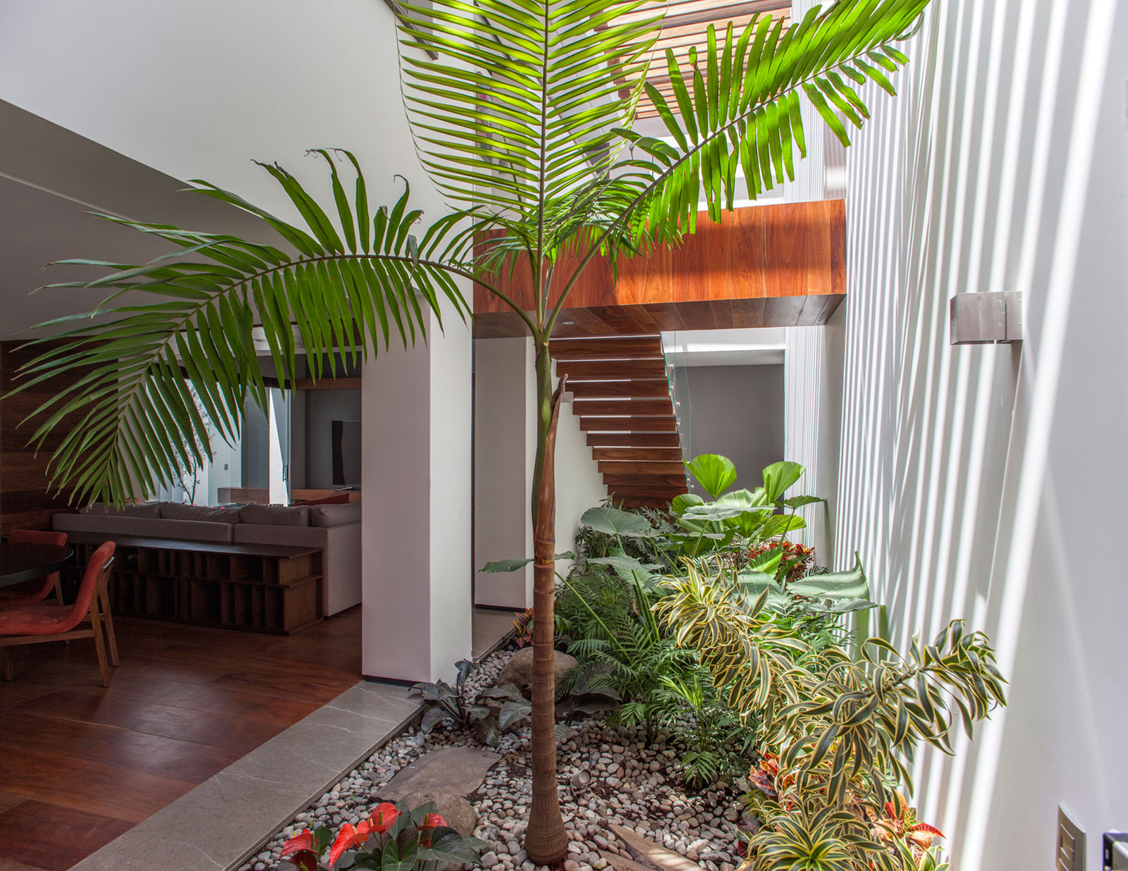 5 Courtyard Home by Almazán Arquitectos Asociados-11