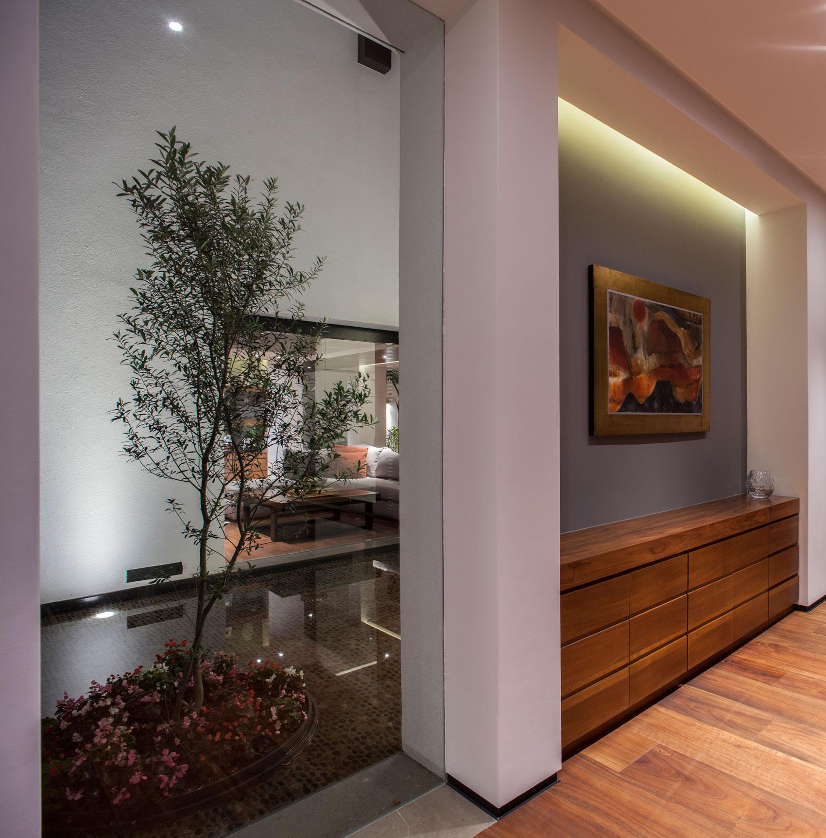 5 Courtyard Home by Almazán Arquitectos Asociados-15