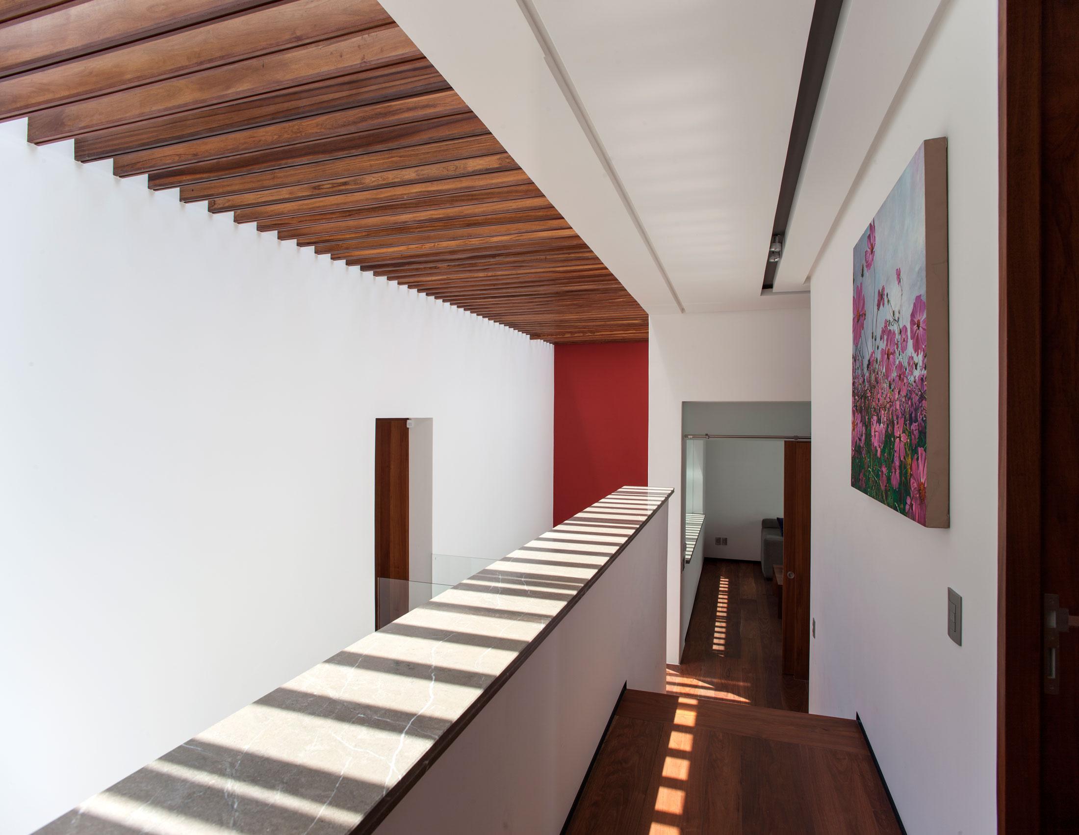 5 Courtyard Home by Almazán Arquitectos Asociados-21