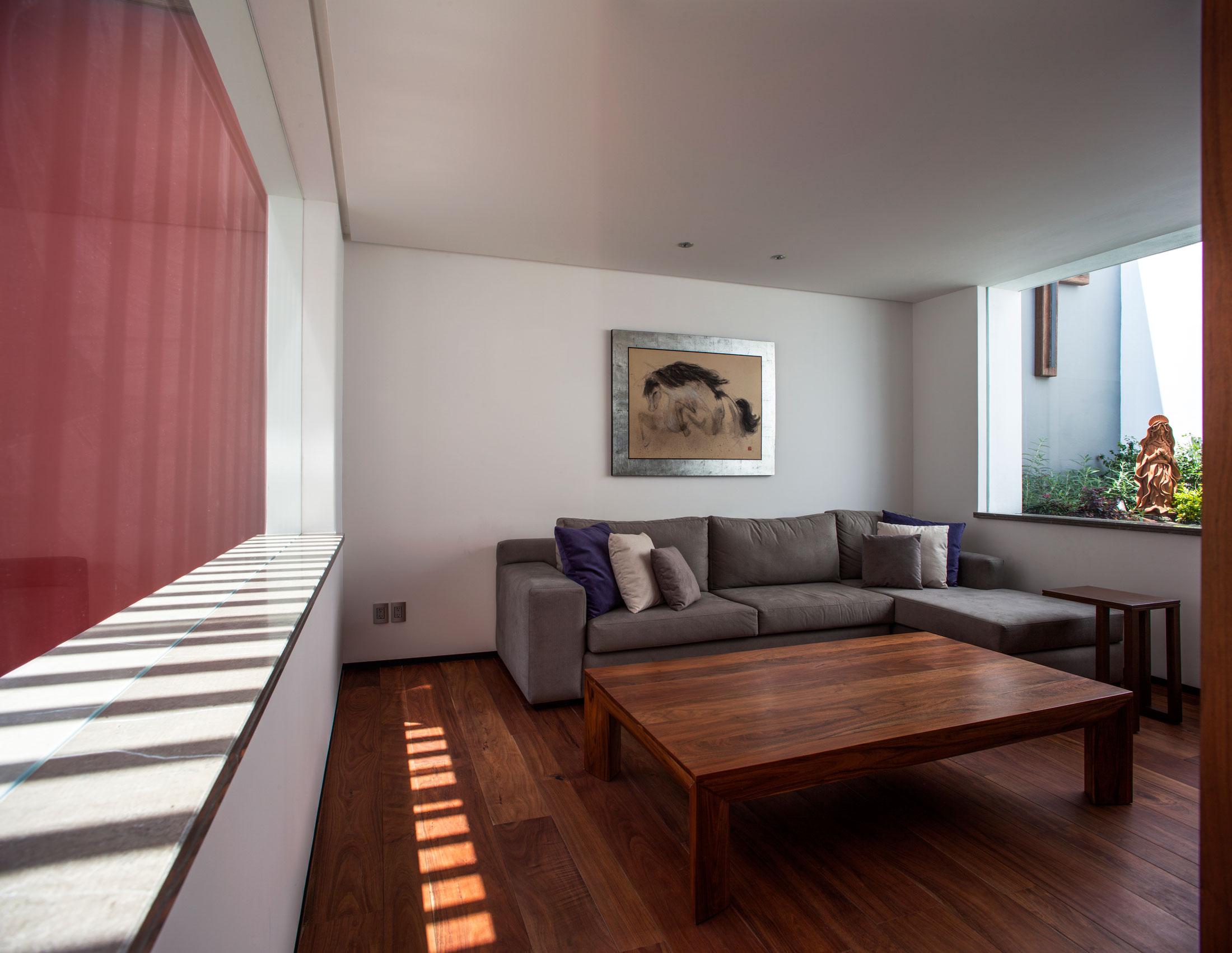 5 Courtyard Home by Almazán Arquitectos Asociados-22