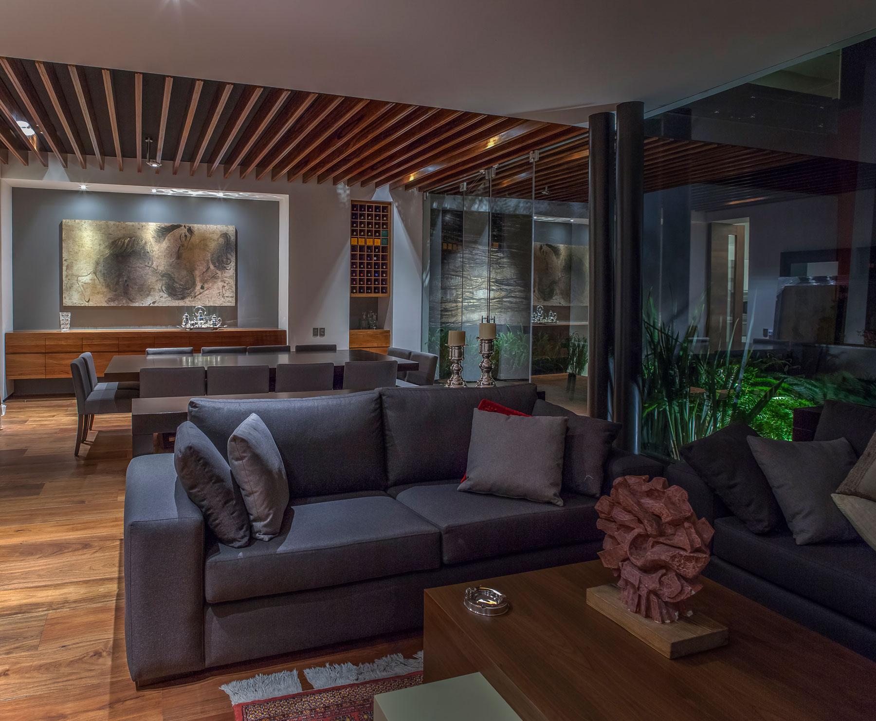 5 Courtyard Home by Almazán Arquitectos Asociados-28