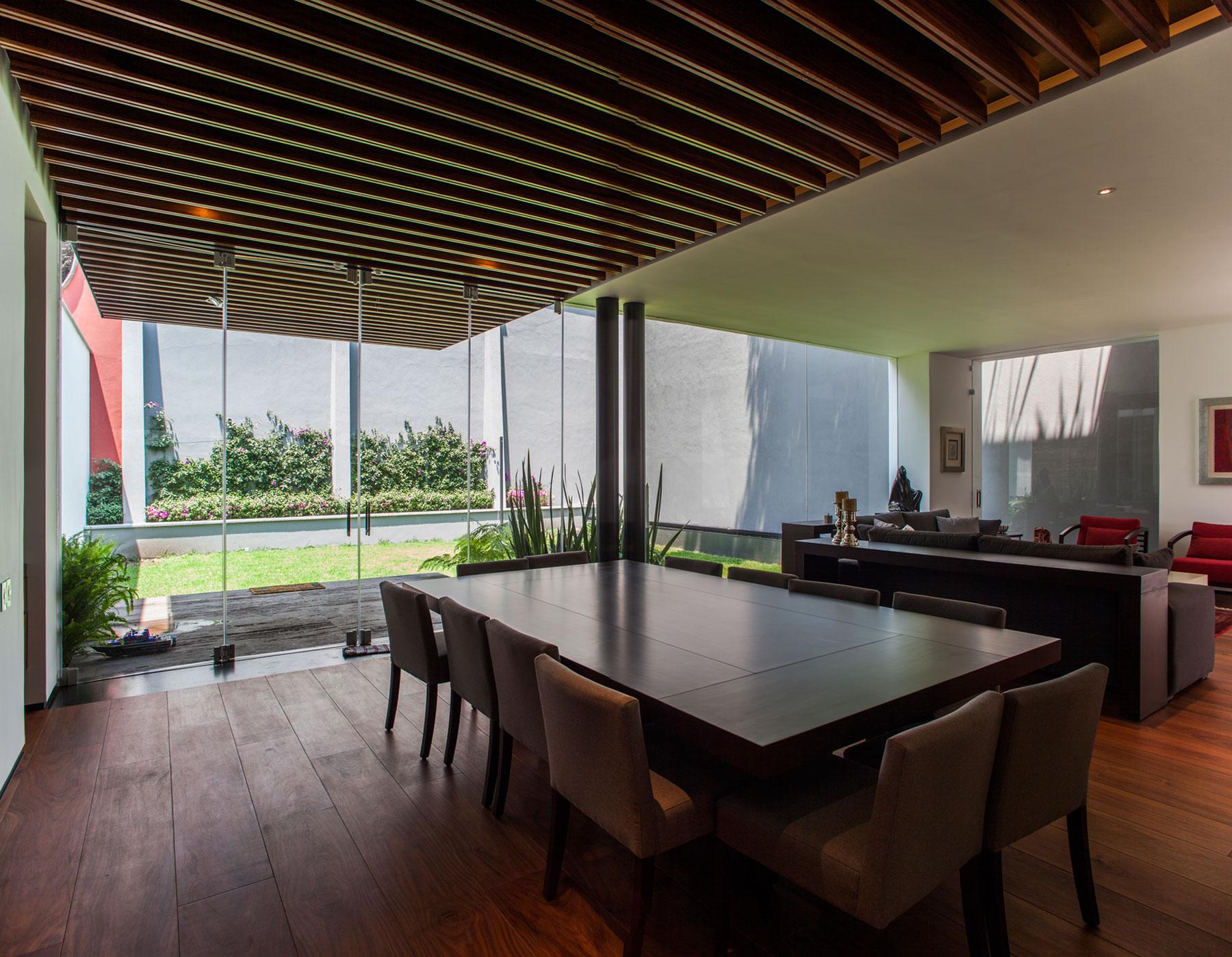 5 Courtyard Home by Almazán Arquitectos Asociados-35