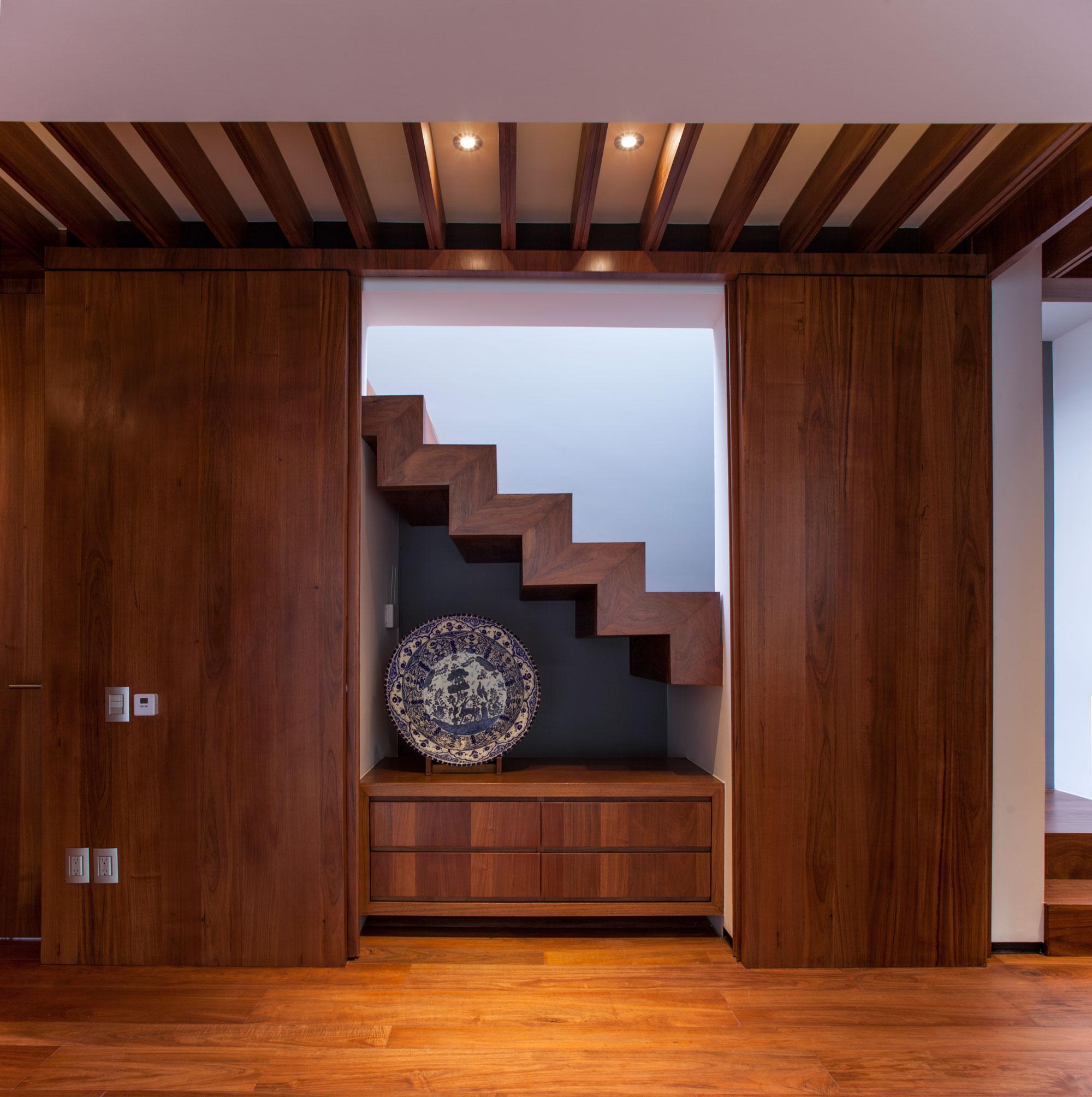 5 Courtyard Home by Almazán Arquitectos Asociados-36