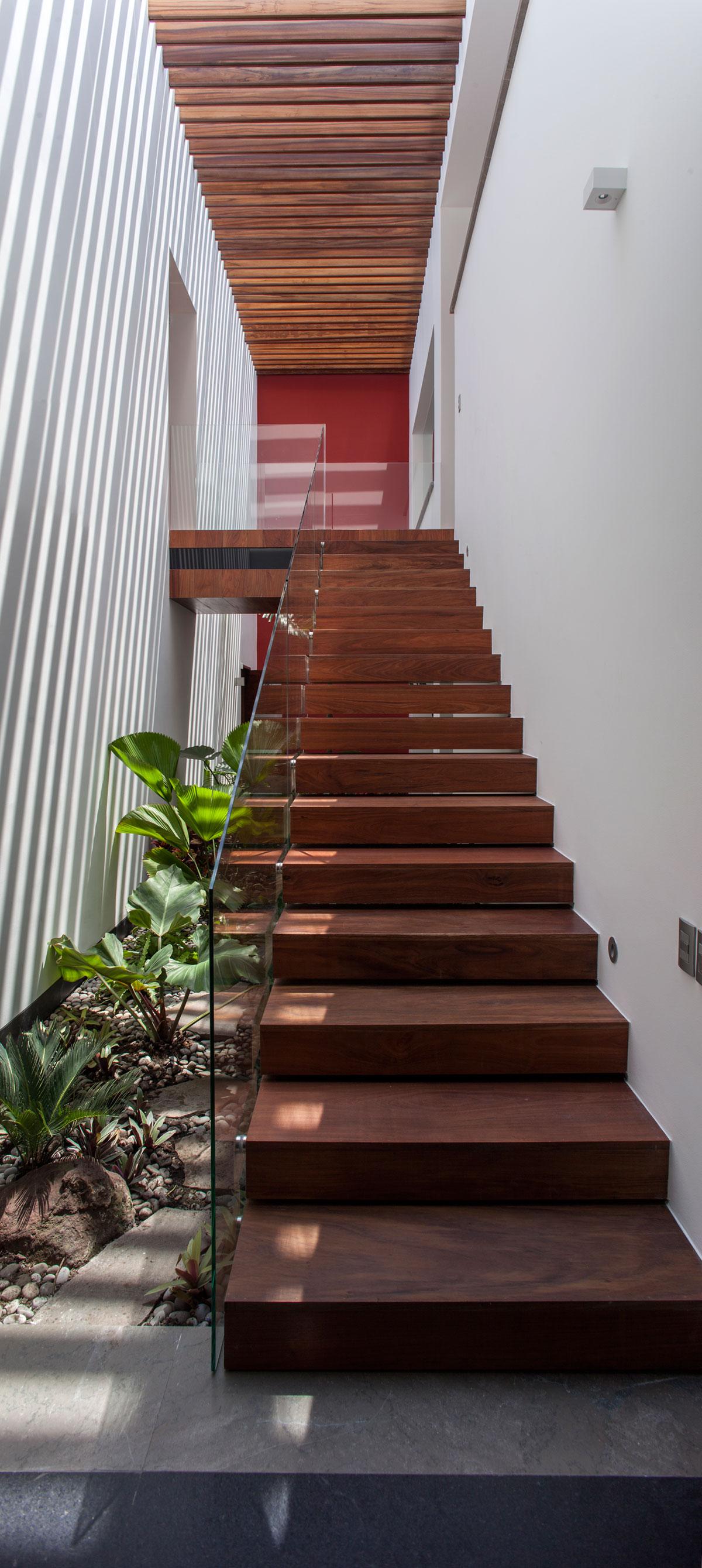 5 Courtyard Home by Almazán Arquitectos Asociados-40