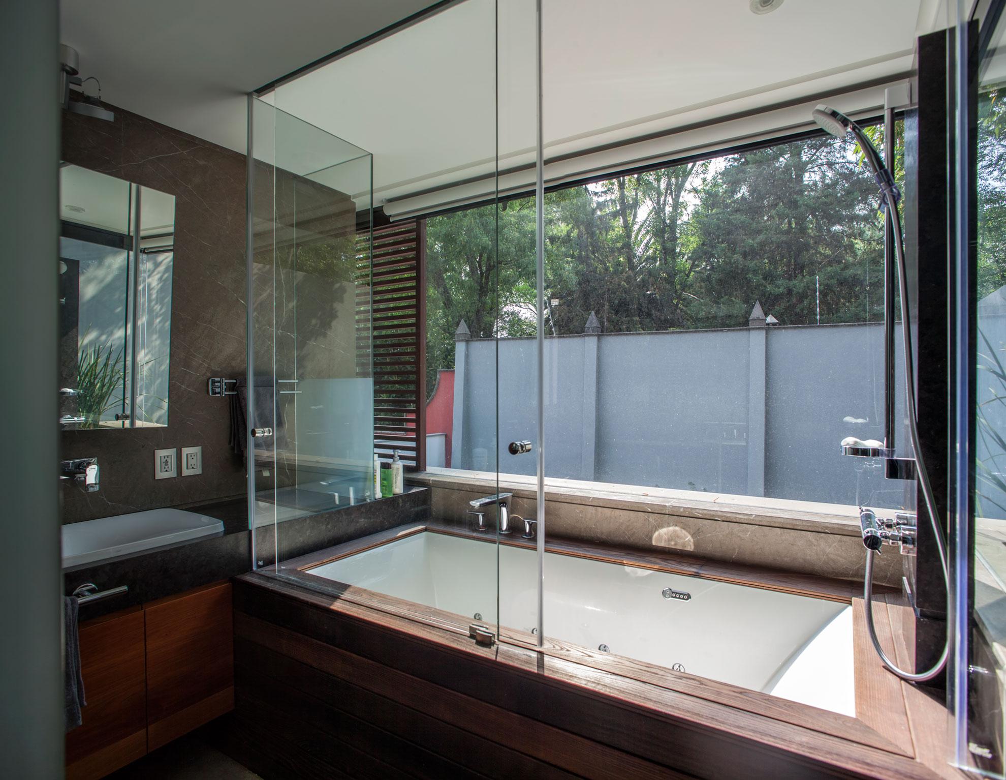 5 Courtyard Home by Almazán Arquitectos Asociados-46