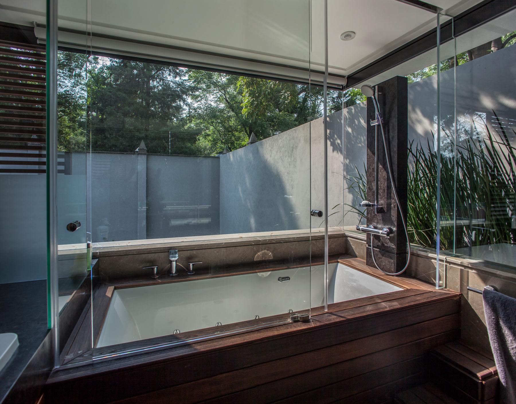 5 Courtyard Home by Almazán Arquitectos Asociados-47