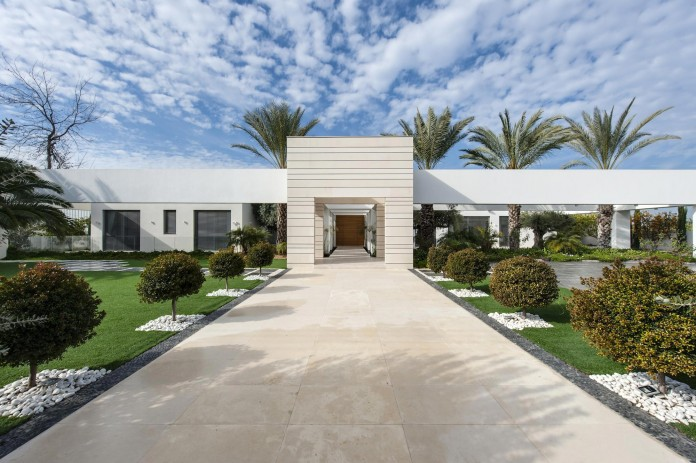 A-house-on-an-estate-in-the-Shfela-area-by-Dan-and-Hila-Israelevitz-Architects-01