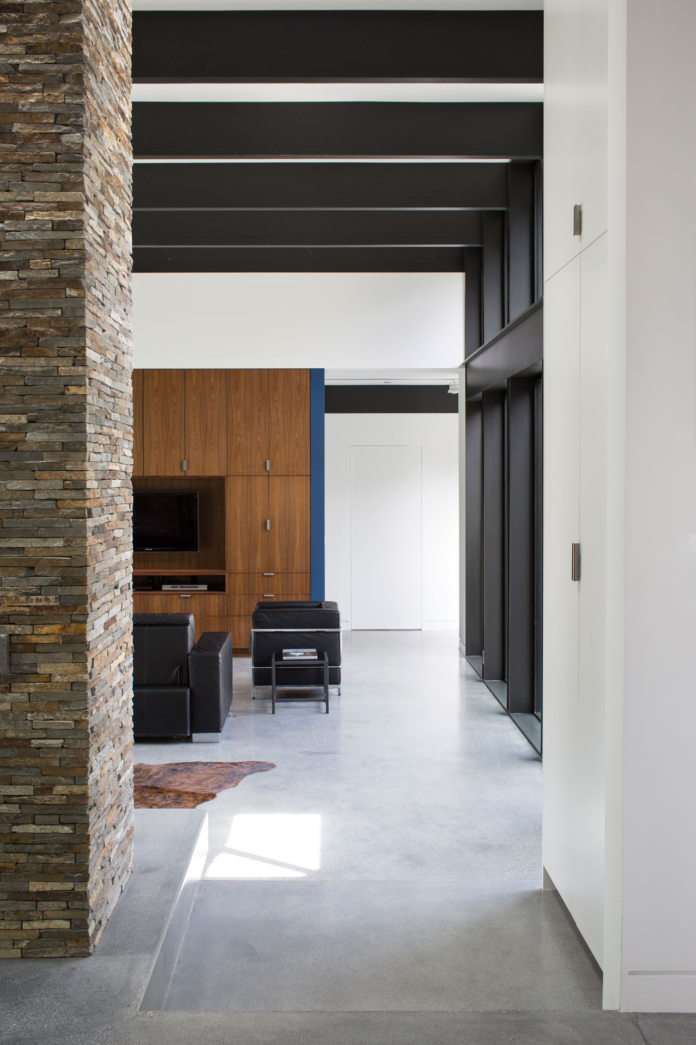 Atrium House, a Mid-century Architecture Residence by Klopf Architecture-06