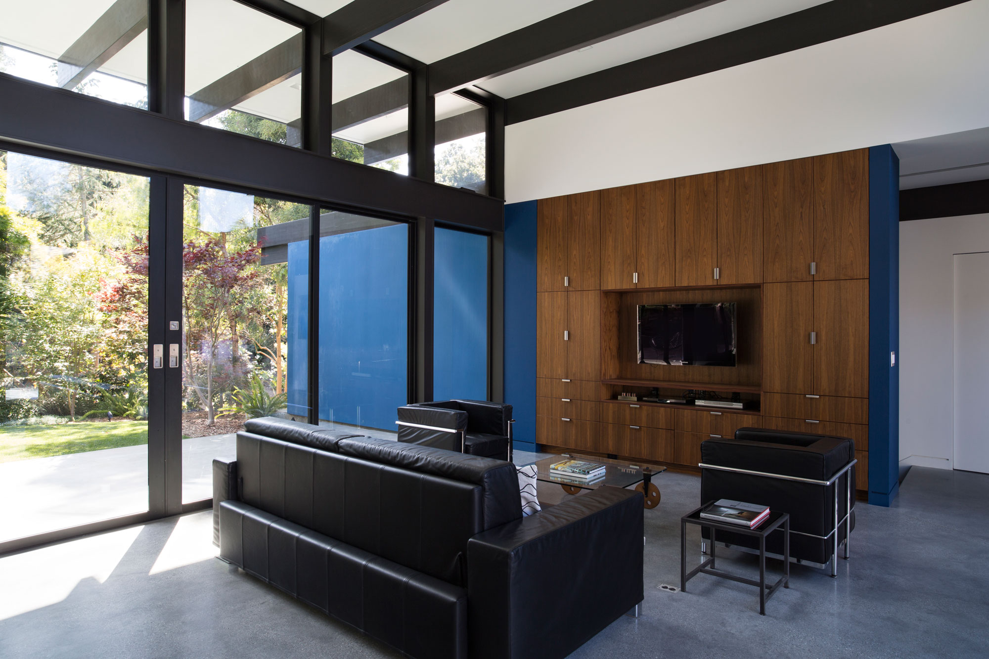Atrium House, a Mid-century Architecture Residence by Klopf Architecture-07