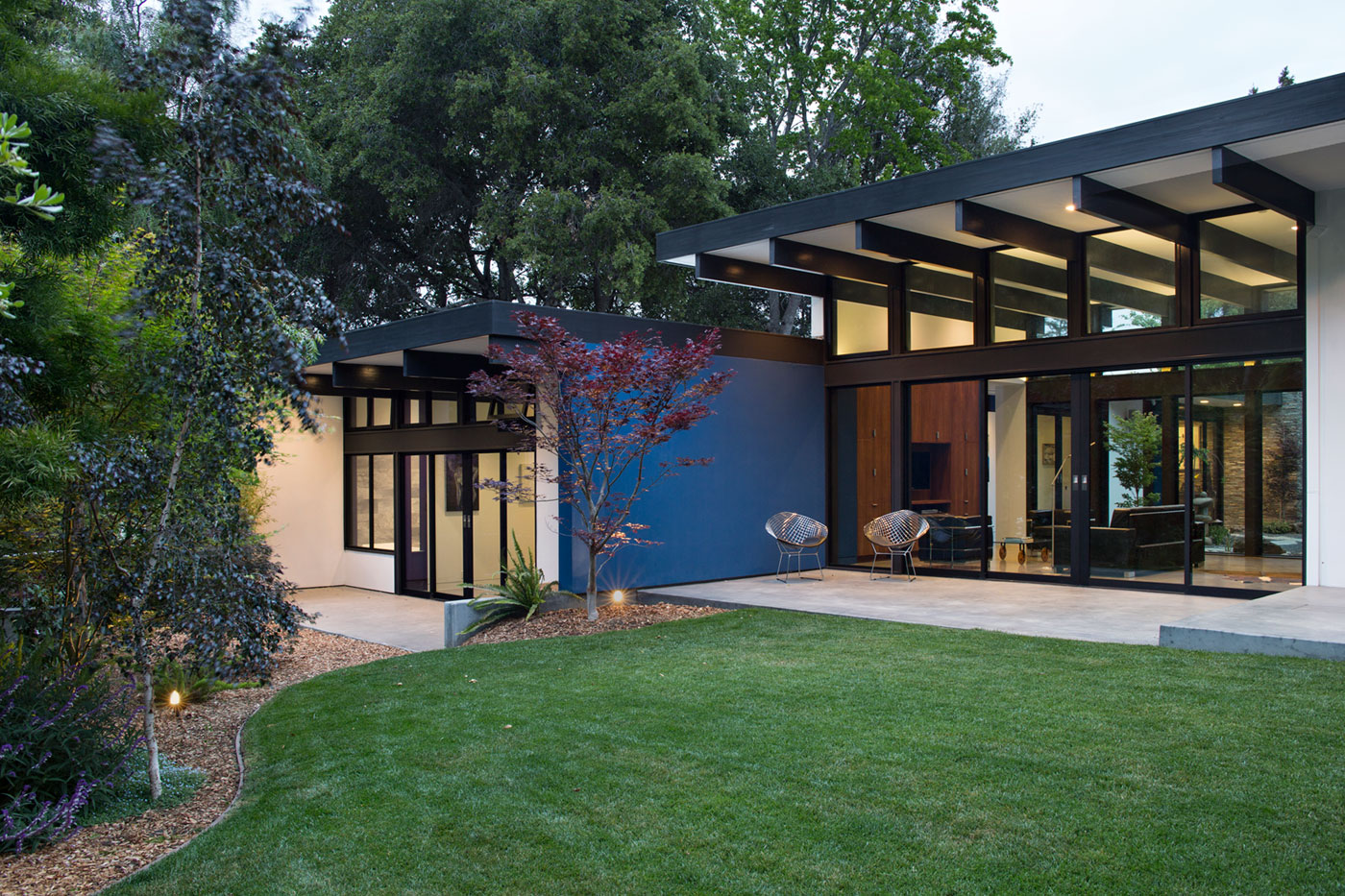 Atrium House A Mid Century Architecture Residence By