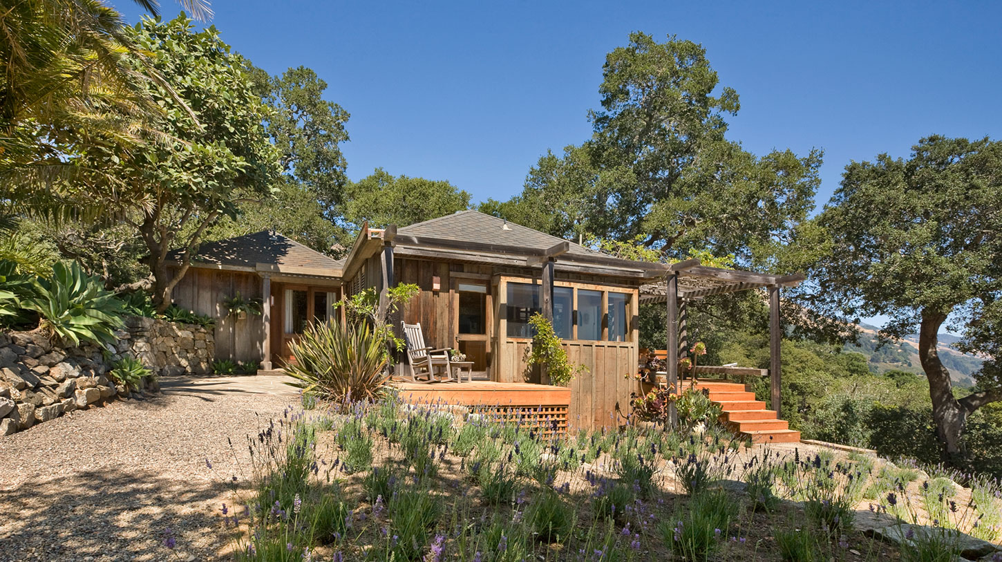 Big Sur Cabin with Mid-Century Accent Pieces and Earth Tone Palette by Studio Schicketanz-01