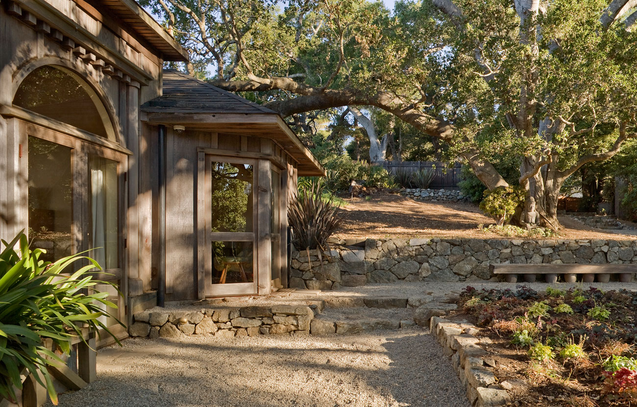 Big Sur Cabin with Mid-Century Accent Pieces and Earth Tone Palette by Studio Schicketanz-02