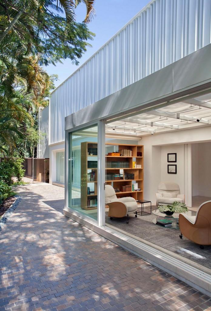 Brise-House-in-Rio-de-Janeiro-by-Gisele-Taranto-Arquitetura-05