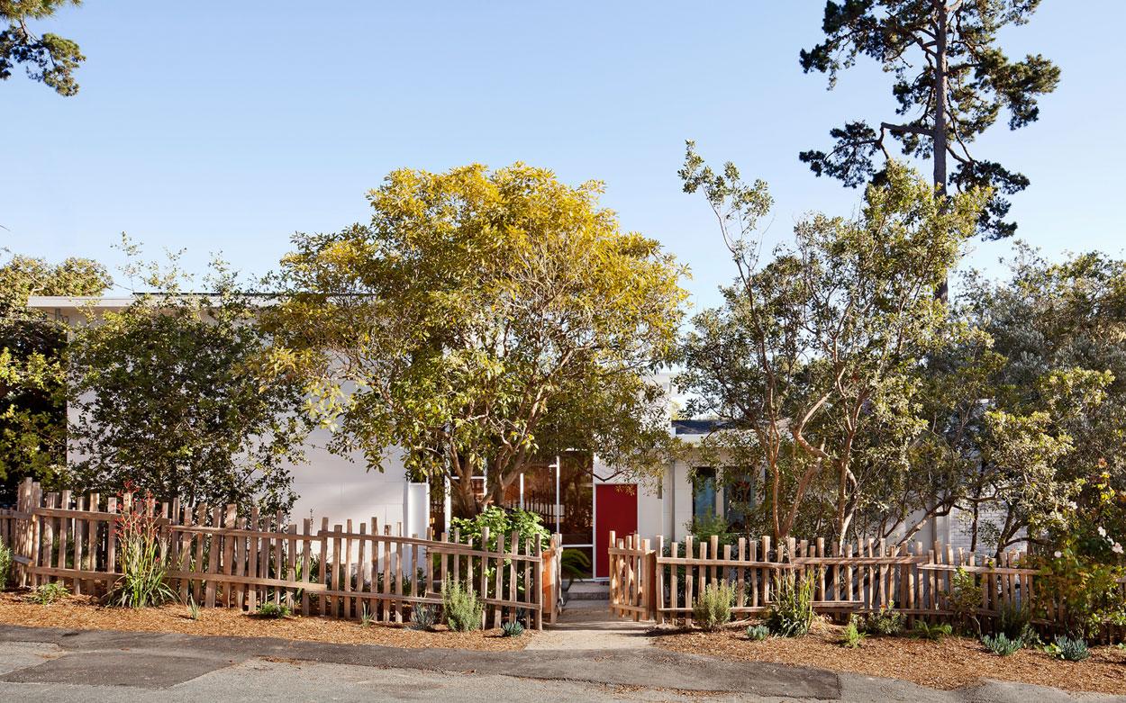Carmel Mid-Century LEED Home by Studio Schicketanz-01