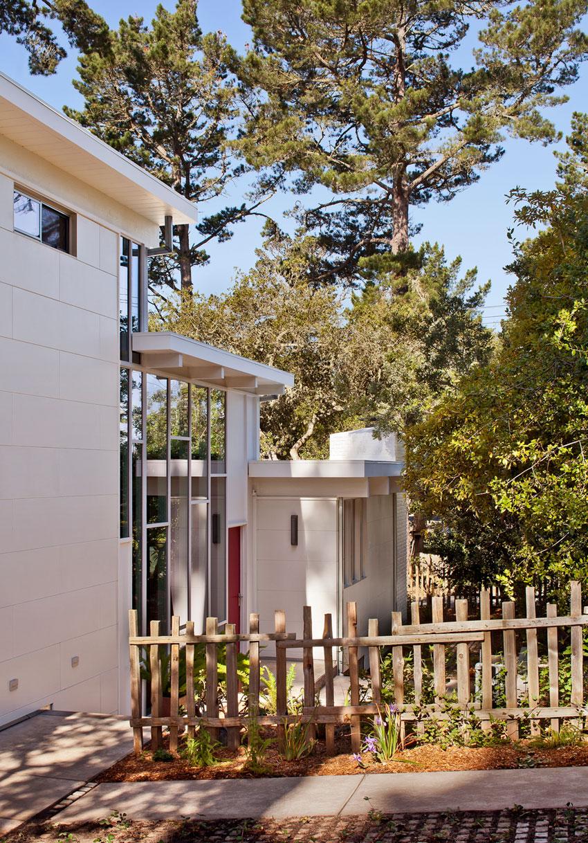 Carmel Mid-Century LEED Home by Studio Schicketanz-03