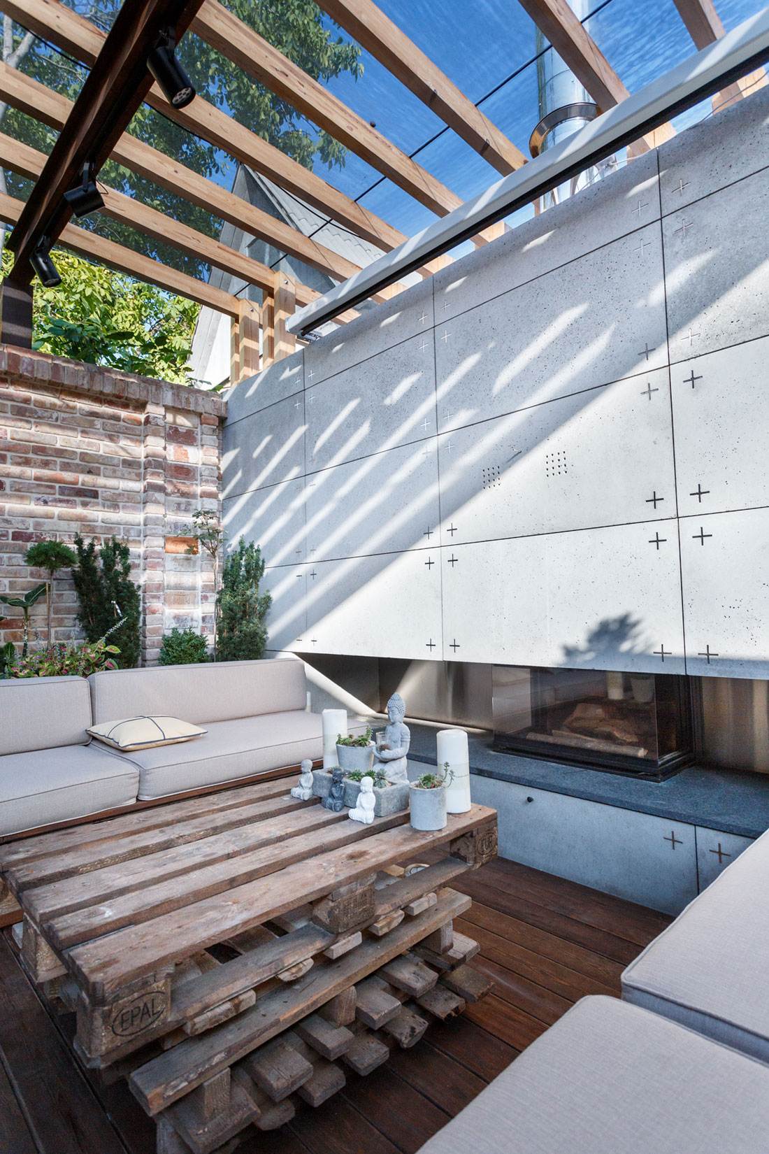 Contemporary Compact Courtyard of Lounge Zone by SVOYA studio-11